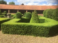 Parterre trimming
