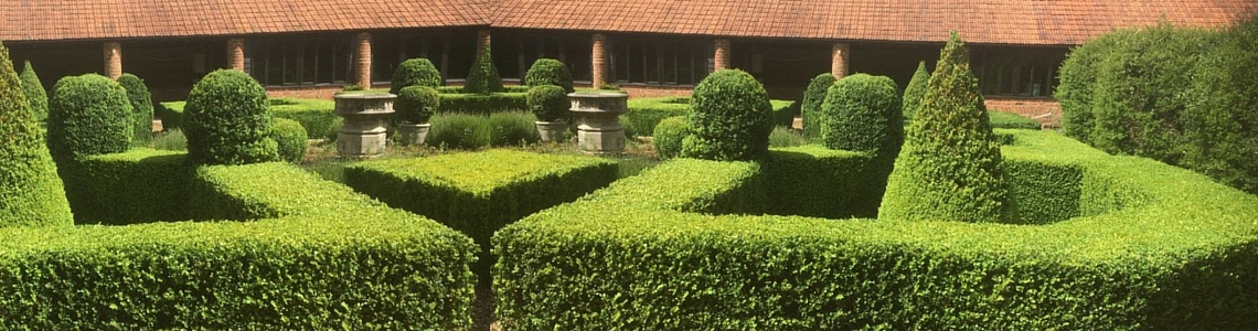 Parterre hedge trimming